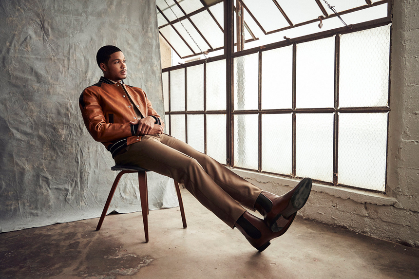 ray fisher sitting